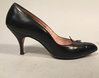 Vintage 1950s Shoes | Black Leather 'Cello Last' Pumps with Tiny Buckle Detail | Size 8