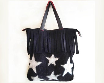 For those who like to follow fashion trends a nunofeltro technique bag hand made with pure merino silk and leather tops, young and fun.