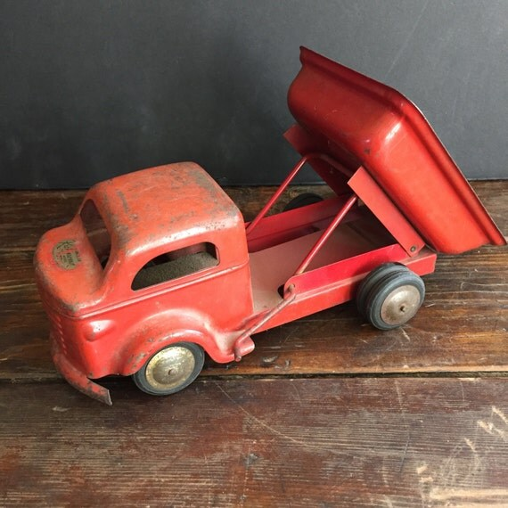 Vintage 1950's Richmond Scale Model Red Pressed Steel Toy