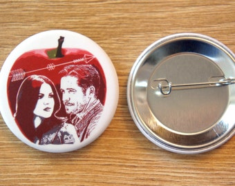 """Badge / Pin """"OUTLAW QUEEN"""" - OUAT / Once Upon A Time / Regina Mills / Evil Queen / Robin Hood"""