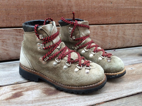 Wonderful Vintage Mountaineering Hiking Boots In Blue Suede Womenu0026#39;s