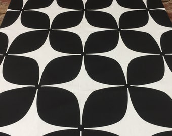 Black and white tablecloth, modern styl, elegant tablecloth