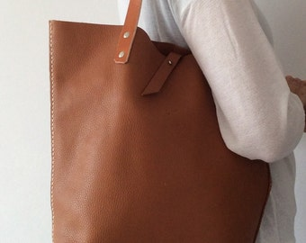 Shopping bag. Leather tote bag. Brown leather bago. Tote