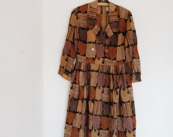 Vintage dress, 60s dress, with an interesting pattern with collar, Dorville, British design