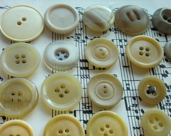Creamy/off white/beige Vintage Buttons,Bakelite,Instant collection,Found object,Moodboard Making,Doll making,Upcycling,Button Craft,DIY