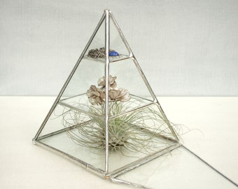 Artemis Three-Tiered Pyramid Glass Display Case ‹› Silver ‹› Lead-Free and Eco-Friendly
