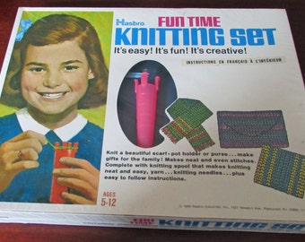 Vintage Hasbro Fun Time Knitting Set Ages 5-12 Knit A Scarf Pot Holder Purse Gifts For Family New Sealed