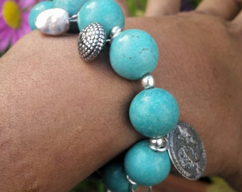 Bracelet turquoise beads and charms