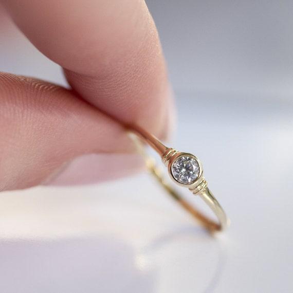 Elegant Diamond Engagement Ring Simple Brilliant Ring Solid