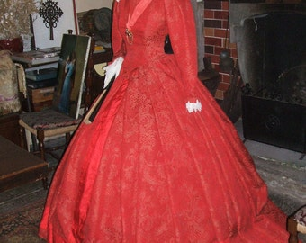 XVIth century red brocade costume
