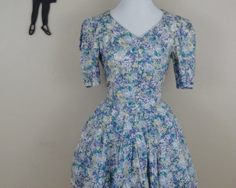 Vintage 1980's Laura Ashley Dress / 80s does 50's Floral Dress XS/S