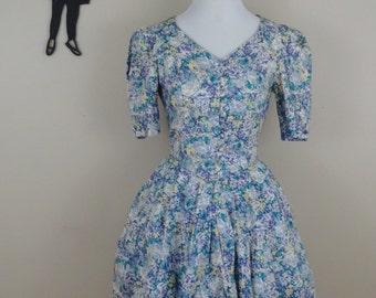 Vintage 1980's Laura Ashley Dress / 80s does 50's Floral Dress XS/S  tr