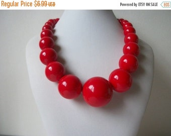 ON SALE Vintage Chunky Red Graduated Necklace 760