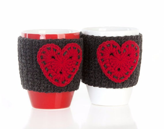 Christmas gift, Anthracite red hearts Crochet mug cozy, crochet cup warmer, mug cozy, cup cozy, mug warmer,  tea cup cozy, tea mug cozy