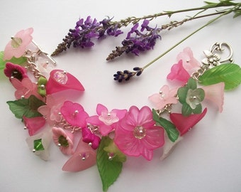 Tropical Paradise - Flower charm bracelet with pink flowers and glass crystals