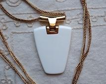 TRIFARI geometric Vintage White Necklace, Rare Trifari Geometric 70s, Trifari White Geometric Necklace, White Lucite Necklace Trifari