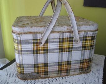 Vintage Mid century picnic box / Old Mid Century Picnic Box
