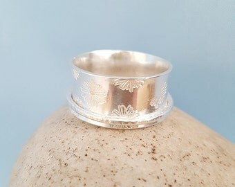 Spinner Ring silver, Daisy stamped, Spinning ring, flower pattern, meditation ring, UK size Q, worry ring jewelry, fidget ring, UK made