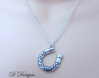 Lucky Horse Shoe Necklace, Silver Horseshoe Pendent, Lucky Charm Necklace, Silver Necklace, Trendy Necklace. gifts for her