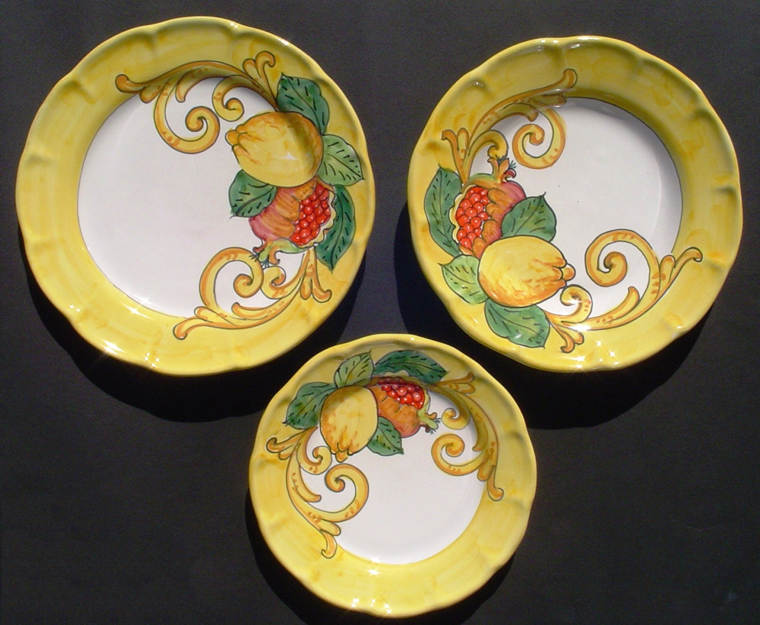 Italian ceramic pottery hand painted plates set of three for Can ceramic be painted
