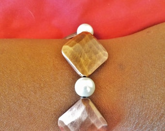Copper and white pearl bracelet with magnetic clasp