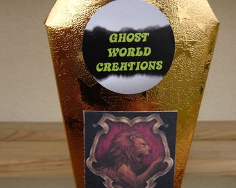 """Coffin Ghosty """"Godric"""" of the House Gryffindor Harry Potter 13.3x7.6x4cm + parchment with its history"""