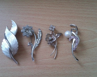 4 vintage silver coloured brooches