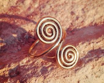 Adjustable brass spiral ring