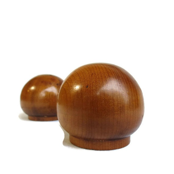 Salt and Pepper Shakers ~ wood ball ~ mid century modern ~ vintage kitchen ~ mid century gift ~ minimalist gift ~ 1960s ~ vintage dining