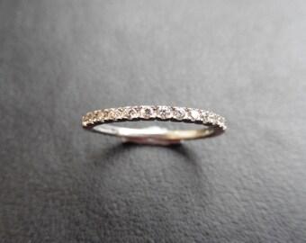 WR0987 - Diamond band Ring