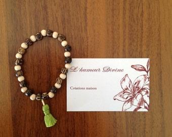 Bracelet of wooden beads & pompon