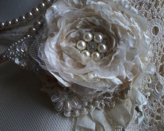 Shabby brooch/corsage,hair accessory,cream,handmade,textile art,vintage lace,victorian fabric flower