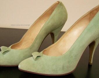 Vintage 1950s Ladies High Heeled suede shoes Massaccesi Roma green 4 1/8 inch heel