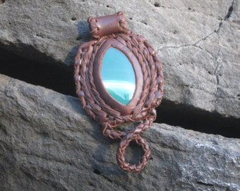 Leather pendant with Agate-Leather Pendant with Agate-Pendiente en cuero with Agate