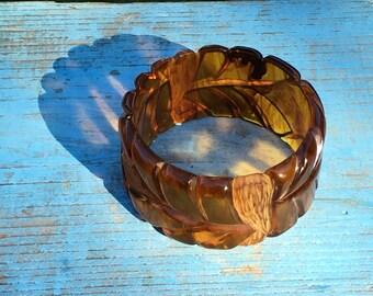 Carved, wide root beer bakelite cuff bracelet. Chunky vintage stunner!