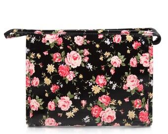 Waterproof toiletry bag - Ladies Oilcloth Cosmetic bag - Zip Wash bag - Woman Makeup bag - Zip Beauty case- Waterproof Wet bag - Shabby Chic