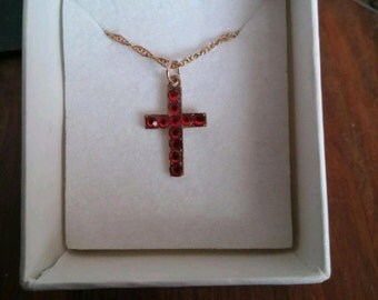 375 9ct gold and ruby cross