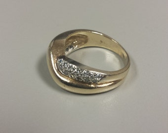 14K Yellow Gold Ring Band With Diamonds