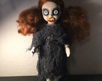 Erg creepy Gothic horror zombie girl doll