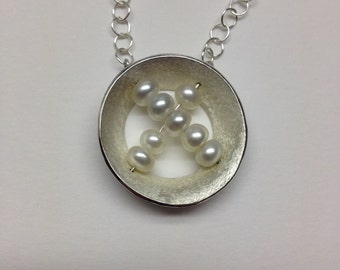 Pearl nest necklace