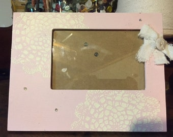 Pink Doily Stenciled Frame for 4x6 Photo