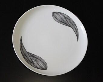 large plate Maud
