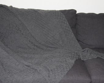 Hand-knitted blanket grey with motif