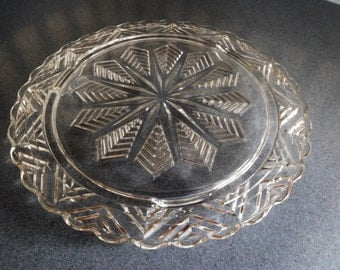 Vintage Pressed Glass Starburst/Snowflake Design Cake Plate