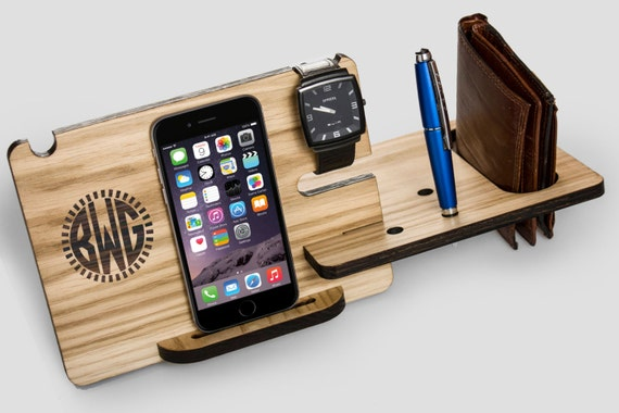 iphone 6s dock station solid wood gift for men. Black Bedroom Furniture Sets. Home Design Ideas