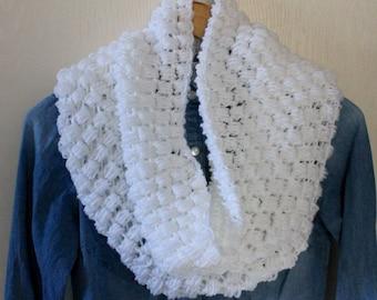 Crochet Scarf, Infinity Scarf, White Scarf, Chunky Scarf, White Cowl, Thick Scarf, Knitted Scarf, Handmade Scarf, Puff Stitch Scarf