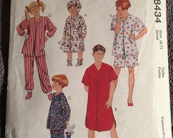 McCall's Easy Sewing Pattern 8434 Children's Sleepwear size 6-7