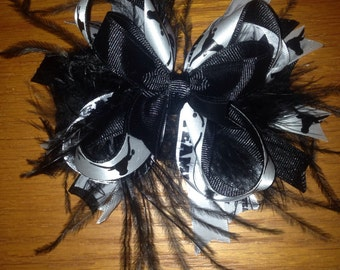 Longhorn black and white bow