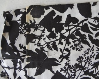 Vintage Mid century modern Black and white flower floral large print fabric  cotton or blend  38 x 236 / 6.5 yards  Slight staining on edges