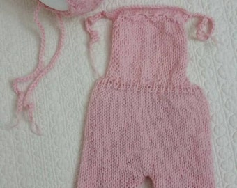 Handknitted girls romper and bonnet/ Newborn photo props /Newborn photography /Newborn pink romper//Knitted girls romper and bonnet set